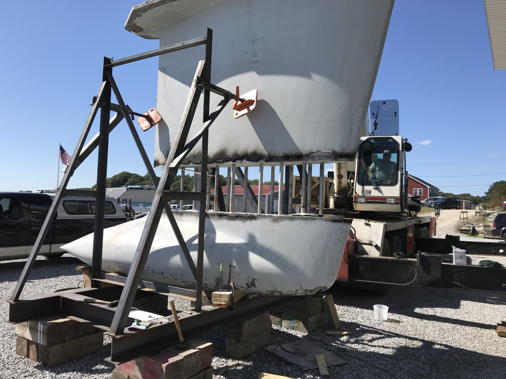 Special moveable keel-lifting lugs were fabricated to lift the keel from the keel bulb, using the yard's crane.